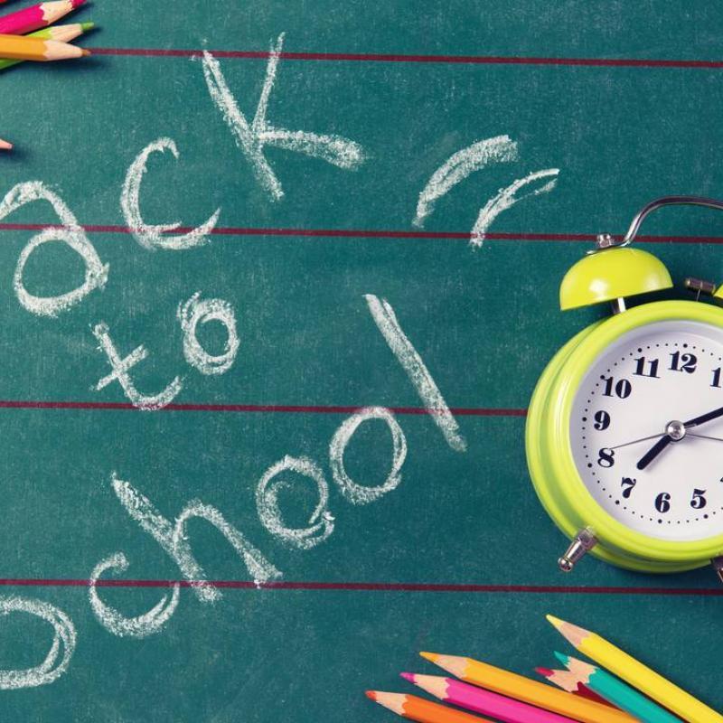 LA SCUOLA RIPARTE! 1° giorno di lezione - Lunedì 6 settembre 2021 L'orario settimanale delle lezioni è disponibile nella sezione 'ORARIO' !